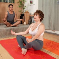 Barefoot MILF 60+ Bea Cummins baring big breasts for yoga instructor