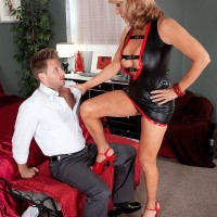 Kinky mature woman Phoenix Skye shows younger man a good time in high heels