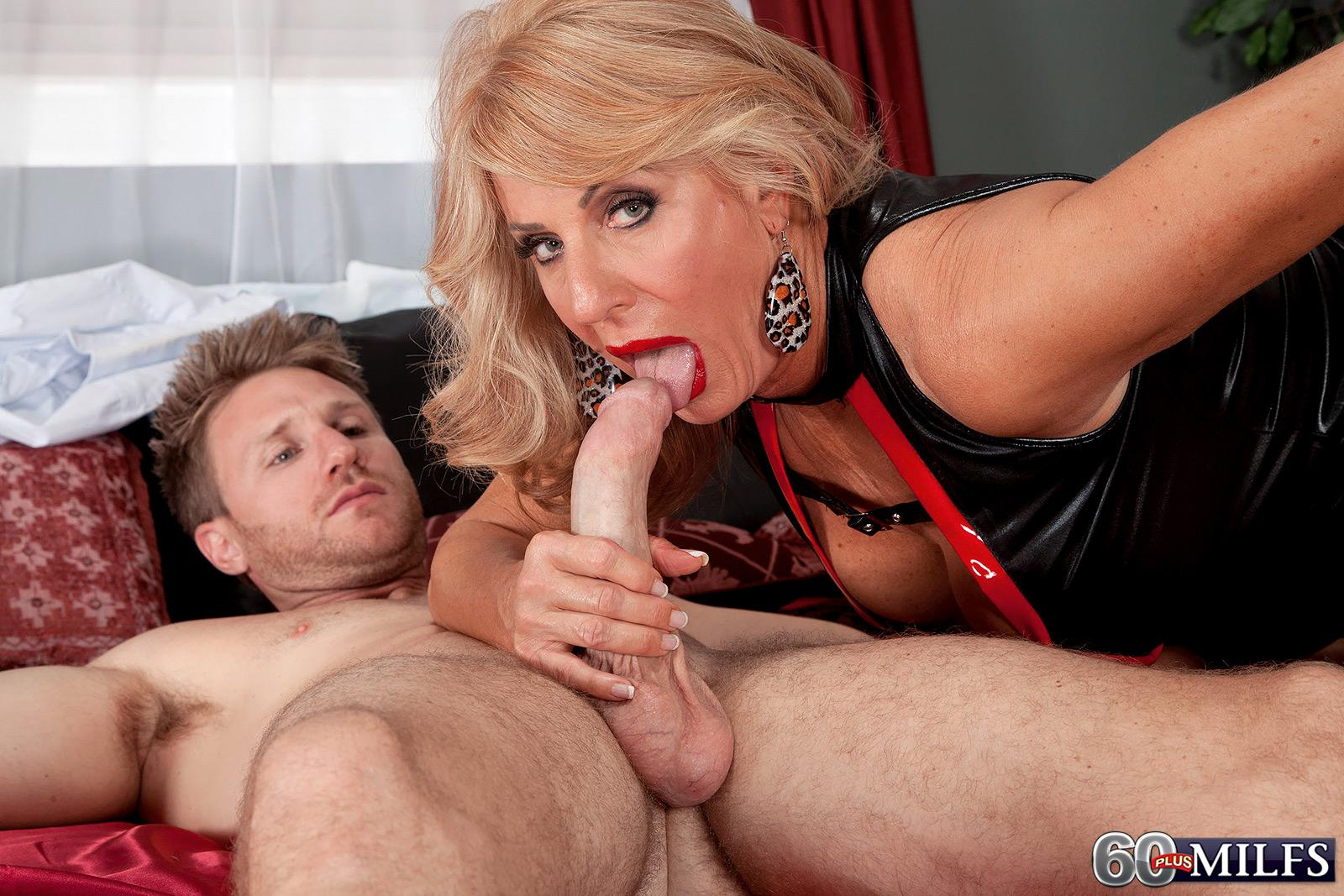 Bigtit blond hand job
