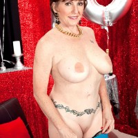 Seventy MILF Bea Cummins loosing huge all natural aged tits on her bday