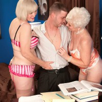 Wild grandmothers Jewel and Lola Lee giving double oral jobs in tan tights