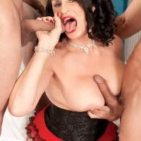 Gawky older pornostar Rita Daniels giving two pricks oral sex in MMF threeway
