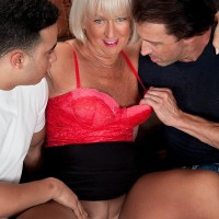 Nylons outfitted older woman Jeannie Lou vaunting huge ass before MMF threesome
