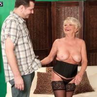 Plump older first-timer DeAnna Bentley exposing huge boobies in pantyhose before BJ