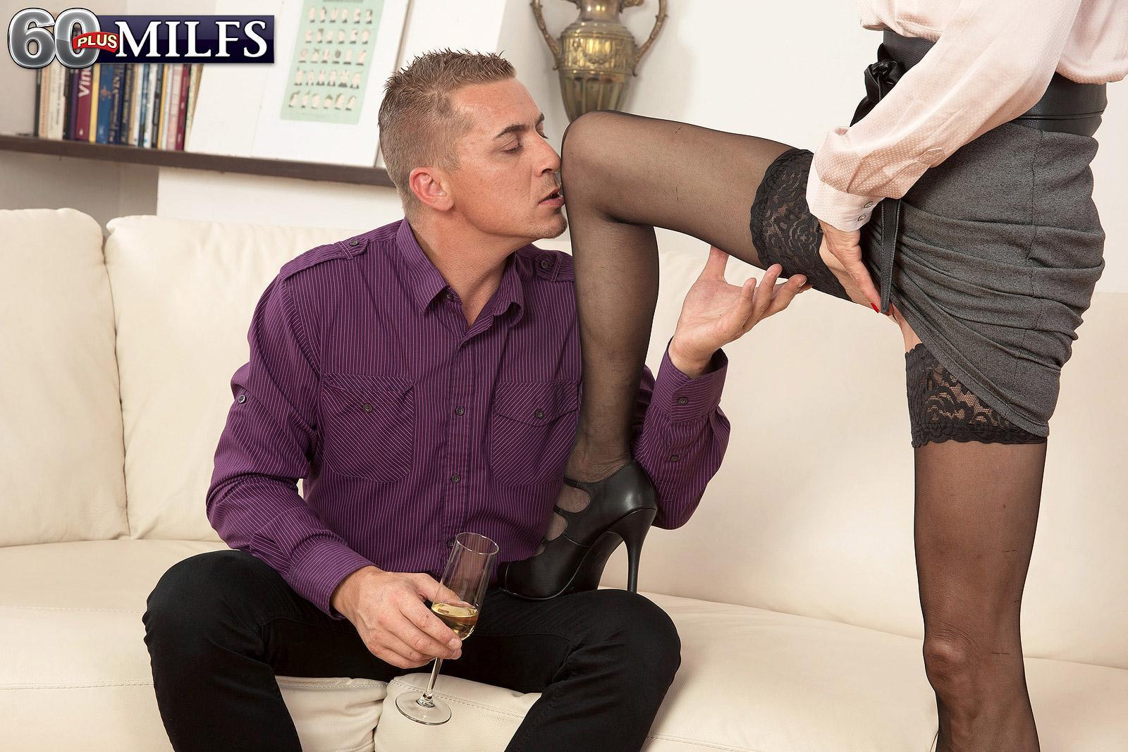 Provocative elder lady Beata gives a ball slurping oral pleasure after seducing a junior guy