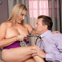 Yellow-haired granny Luna Azul freeing huge all natural boobies for nip licking seduction